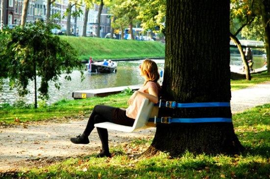 duduk-tenang-di-bawah-pohon-bisa-bantu-redakan-stres
